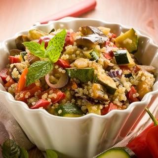 Λαχανικά με κινόα και λιαστή ντομάτα στην κατσαρόλ