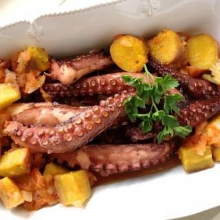 Χταπόδι με μάραθο και πατάτες