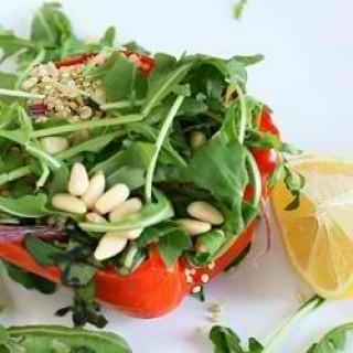 Σαλάτα με πράσινα λαχανικά και σάλτσα μουστάρδας