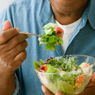 Πώς να αποφύγετε τις καούρες στο στομάχι